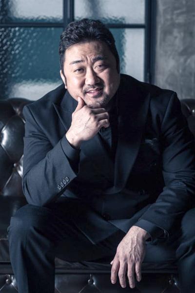 Ma Dong Seok xếp thứ hai danh sách với 18,2% bình chọn. Năm nay, anh có hai phim ăn khách gồm Trùm, cớm và ác quỷ và Biệt đội bất hảo (Bad Guys: The Movie). Ma Dong Seok được giới chuyên môn đánh giálà một trong những tài tử đảm bảo doanh thu phòng vé ở Hàn Quốc.
