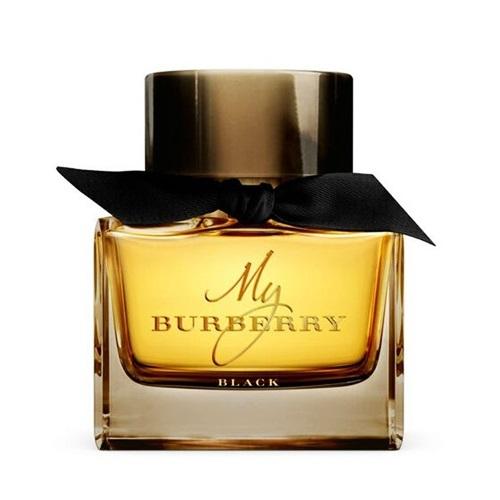 Nước hoa Burberry My Black lấy cảm hứng từ chiếc áo khoác Burberry Heritage, kết hợp hài hòa giữa hương thơm hoa lài và mật hoa đào, kẹo hoa hồng. Tầng cuối là hổ phách và hoắc hương, tôn vẻ gợi cảm, bí ẩn cho các cô gái. Sản phẩm đang giảm 25%, còn 3 triệu đồng (giá gốc 4 triệu đồng).