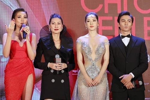 Từ trái qua: diễn viên Thanh Hằng, đạo diễn Kathy Uyên, diễn viên Chi Pu và Lãnh Thanh ở buổi ra mắt phim ngày 17/12. Ảnh: Quỳnh Trần.