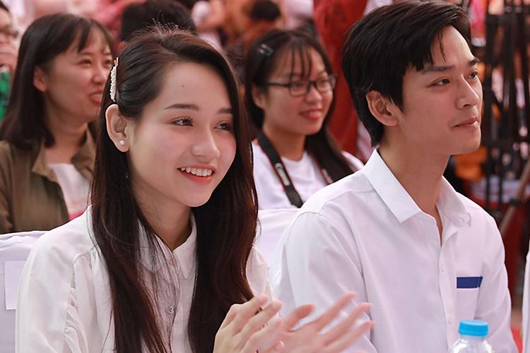 Diễn viên Trúc Anh và Trần Nghĩa (phải) tại buổi giao lưu. Ảnh: Khôi Trần.