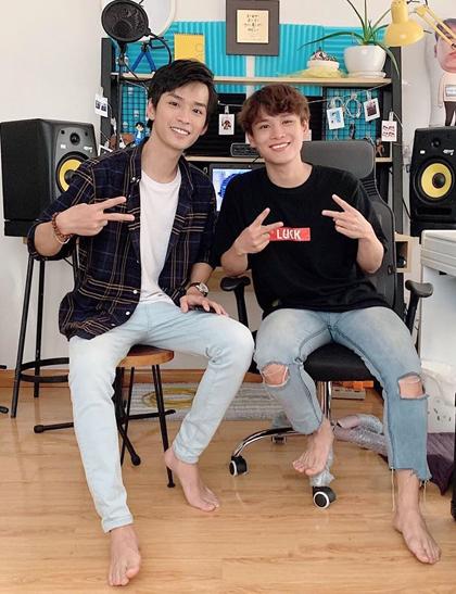 Phạm Đình Thái Ngân (phải) và diễn viên Trần Nghĩa