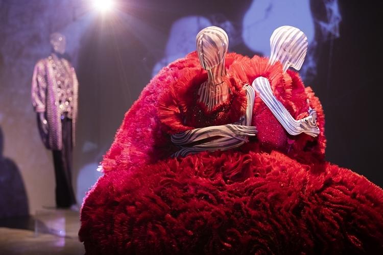 Thiết kế sinh đôi nằm trong bộ sưu tập Nấm (2013) từng được Hà Hồ, Thanh Hằng thể hiện. Ảnh: C.T.