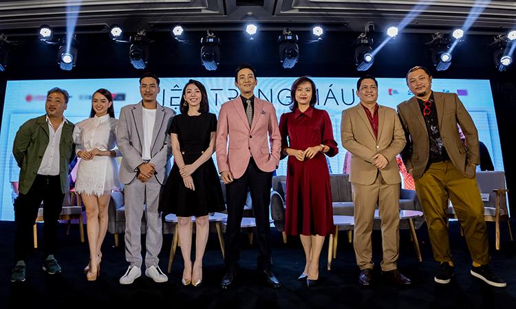 Từ trái qua: đạo diễn Quang Dũng, diễn viên Kaity Nguyễn, Kiều Minh Tuấn, Thu Trang, Hứa Vỹ Văn,