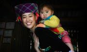 Hoa hậu Khánh Vân địu bé H'Mông
