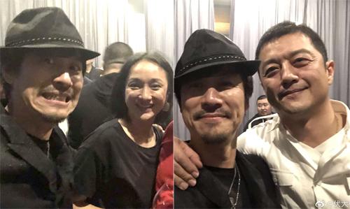 Châu Tấn, Lý Á Bằng (áo trắng) chụp ảnh cùng bạn chung ở buổi tiệc. Ảnh: Weibo.