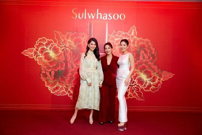 Từ trái qua: Á hậu Thùy Dung và MC Liêu Hà Trinh - host của sự kiện cùng bà Hương Trịnh - Brand Manager của Sulwhasoo.