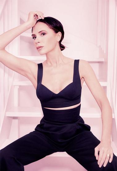 Victoria Beckham trên trang bìa tạp chí Bazaar.