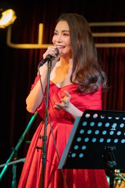 Trà Ngọc Hằng hát live tại sự kiện. Ảnh: Hải Nguyễn.