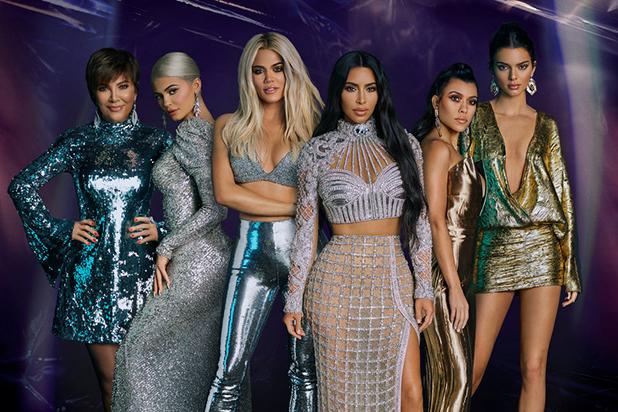 Từ trái qua: Kris Jenner, Kylie Jenner, Khloe Kardashian, Kim Kardashian, Kourtney Kardashian, Kendall Jenner. Ảnh: E!.