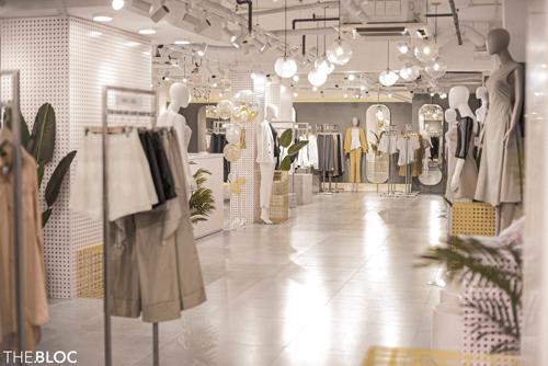 Gian hàng của Trio Ji - thương hiệu thời trang thiết kế với phong cách hiện đại và tinh tế tại cửa hàng The BLOC.