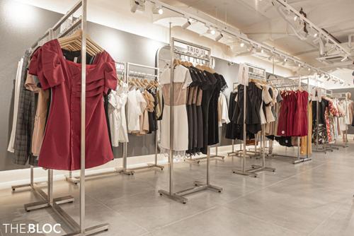 Thị trường thời trang Việt Nam đang trở nên tấp nập hơn khi có sự xuất hiện dày đặc của các hãng thời trang nhanh fast-fashion.
