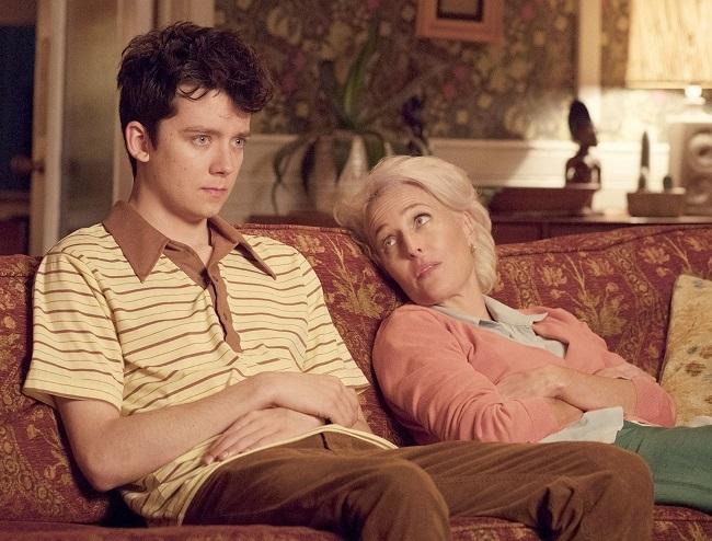 Asa Butterfield (trái)và Gillian Anderson. Ảnh: Netflix.