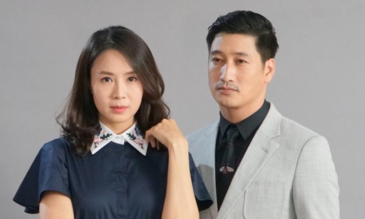 Hồng Diễm (vai Khuê) và Ngọc Quỳnh (vai Thái) trong phim. Ảnh: VFC.