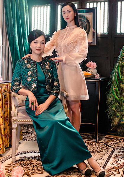 Jun Vũ (phải) bên NSND Lê Khanh. Ảnh: Mar6.