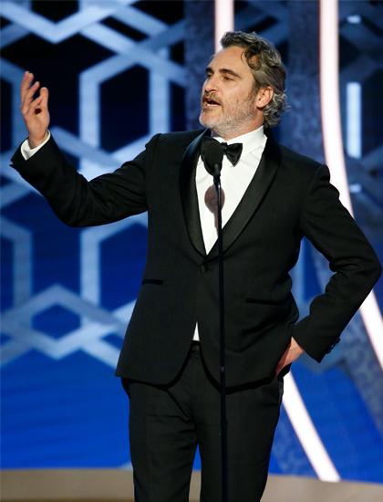 Bộ vest của Joaquin Phoenix mặc tại lễ trao giải Quả Cầu Vàng. Ảnh: Reuters.