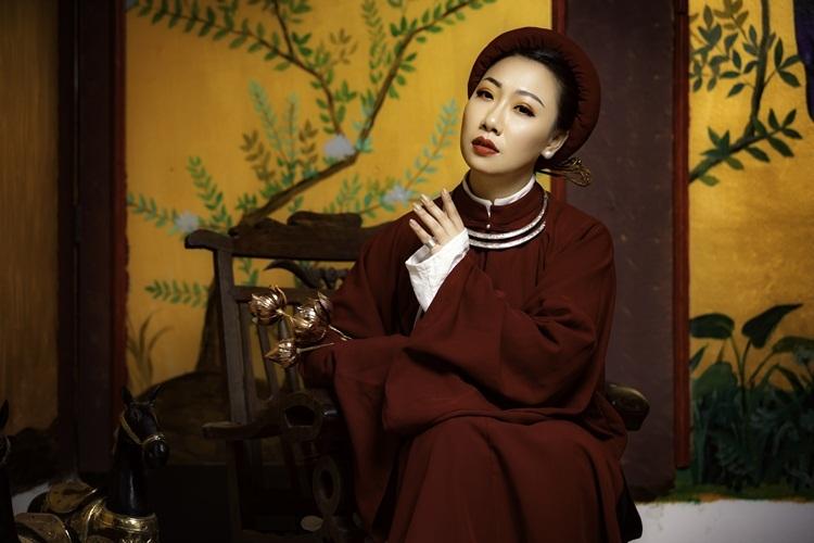 Ca sĩ Hiền Anh với tạo hình phu nhân trong cung đình triều Nguyễn. Ảnh: BTC.