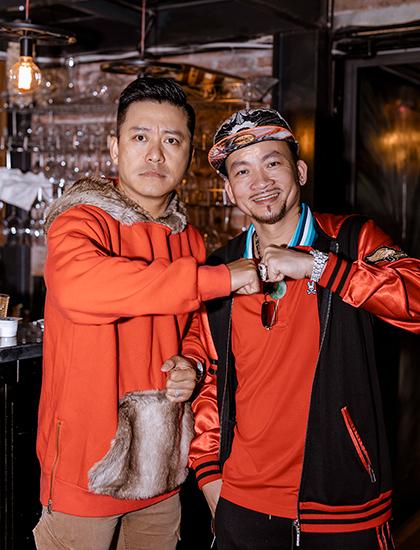 Ca sĩ Tuấn Hưng (trái) và vua poker Qui Nguyễn. Ảnh:Kevin Phạm.