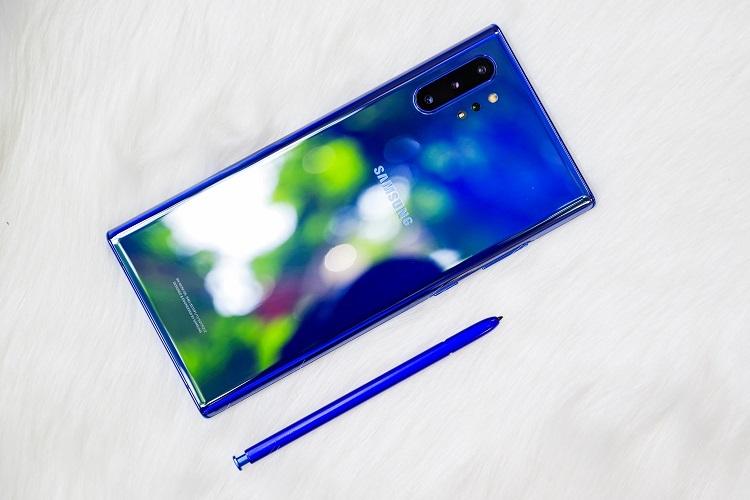 Sắc xanh aura trang nhã của Galaxy Note10+mang lại cảm giác mới mẻ, tươi mát vào ngày đầu năm.