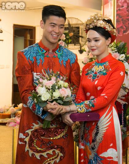 Duy Mạnh và Quỳnh Anh ở lễ ăn hỏi. Ảnh: Ione.