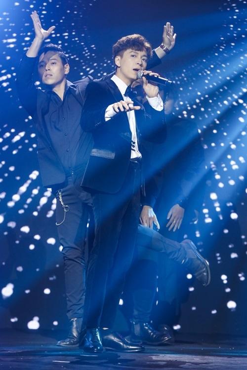 Ngô Kiến Huy tên thật Lê Thành Dương, sinh năm 1988 tại TP HCM. Anh gia nhập làng giải trí từ năm 2009 và được yêu thích qua các bài hát: Mưa sao băng, Giả vờ yêu...