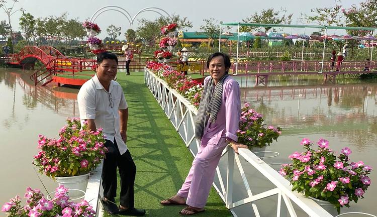 Hoài Linh tham qua làng hoa Sa Đéc. Ảnh: H.L.