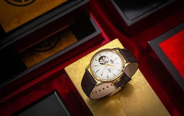 Orient 1010, RA-AG0430S00B được đánh giá là có ngoại hình sang trọng nhất trong bộ ba phiên bản đặc biệt của Orient.