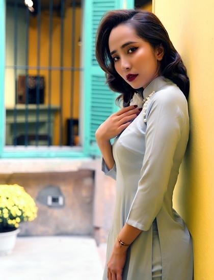 Quỳnh Nga diện áo dài Tết của nhà thiết kế Cao Minh Tiến. Ảnh: Cao Minh Tiến.