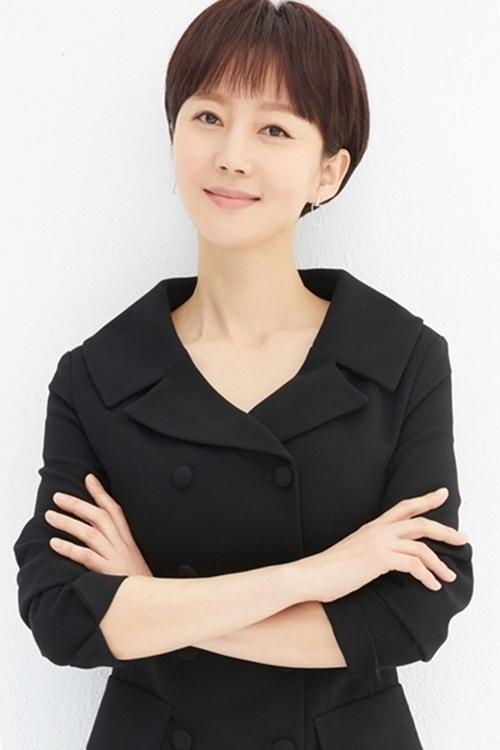 Sau chia tay Jang Dong Gun, Yum Jung Ah gặt hái nhiều thành công với mảng điện ảnh, được xướng tên trong nhiều lễ trao giải. Năm 2006, cô kết hôn với một bác sĩ thẩm mỹ có tiếng tại Hàn. Jang Dong Gun về sau cưới Go So Young.
