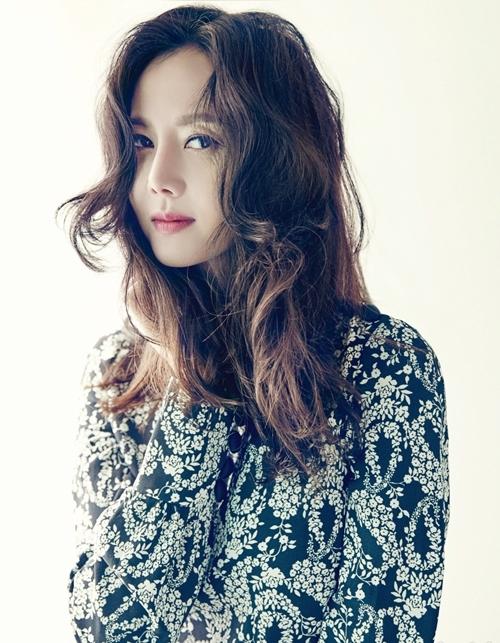 cô tập trung diễn xuất, rồi kết hôn với bác sĩ thẩm mỹ nổi tiếng vào năm 2007. Naver cho biết, vợ chồng cô hạnh phúc, có hai con đủ nếp lẫn tẻ. Năm 2019, á hậu liên tục được báo chí, giới chuyên môn khen ngợi nhờ vai diễn sắc sảo trong phim Lâu đài trên không.