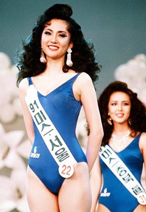 Theo Daum, Yum Jung Ah được giám khảo và khán giả đánh giá cao suốt hành trình cuộc thi Hoa hậu Hàn Quốc. Ưu điểm của cô ấy là đường nét thanh tú, nụ cười tươi và hình thể cân đối, trang này viết.