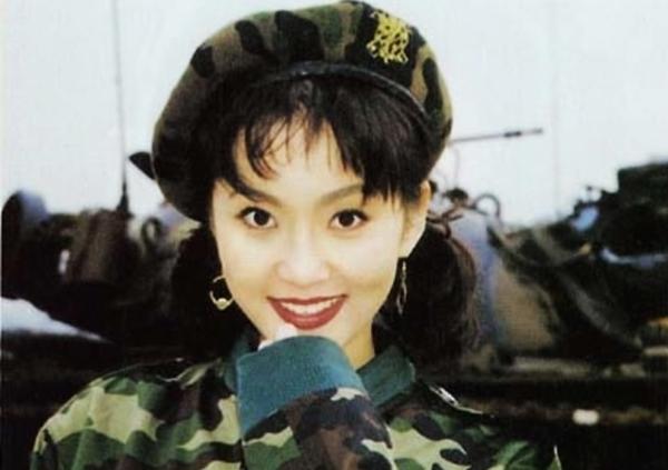 Nhờ động viên của thầy cô, bạn bè, người đẹp đăng ký thi Hoa hậu Hàn Quốc năm 1991.