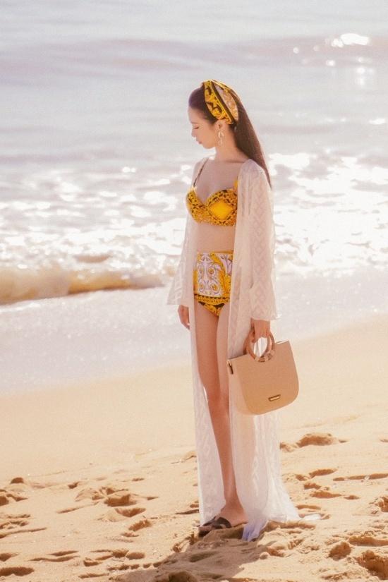 Jun Vũ diện bikini quay cảnh thân mật