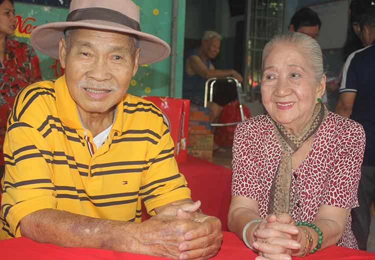 NSND Lý Huỳnh bên diễn viên Thiên Kim - 88 tuổi. Ảnh: M.N.