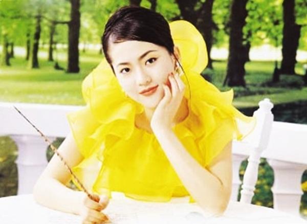Trở về từ cuộc thi nhan sắc, Yum Jung Ah đắt show quảng cáo, làm đại diện thương hiệu của nhiều nhãn hàng.
