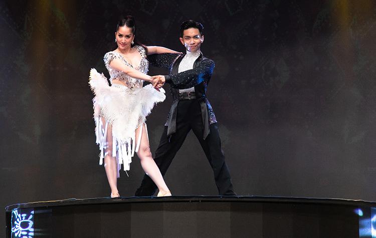 Từ sau khi giải nghệ thi đấu để tập trung vào công việc huấn luyện viên, đào tạo vận động viên dancesport trẻ, Khánh Thi không còn biểu diễn nhiều. Cô chọn lọc chương trình nhảycùng chồng - Phan Hiển.