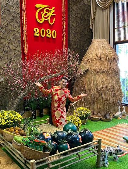 Một góc trang trí Tết trongbiệt thự của Đàm Vĩnh Hưng ở quận 10, TP HCM. Ảnh: Đ.V.H.