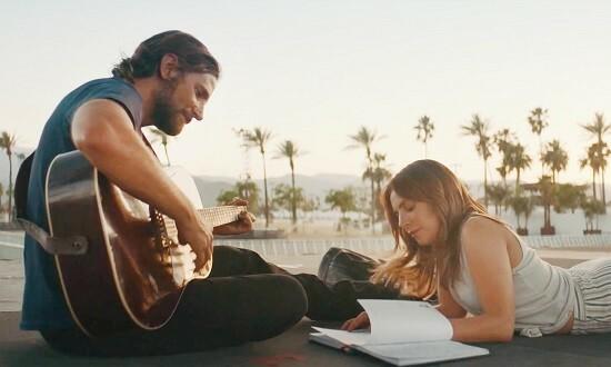 Khoảnh khắc hạnh phúc của Ally và Jack trong phim. Ảnh: