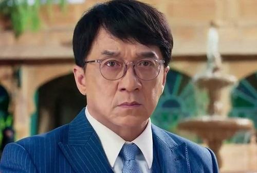 Thành Long trong phim Tết Vanguard. Ảnh: China Film.
