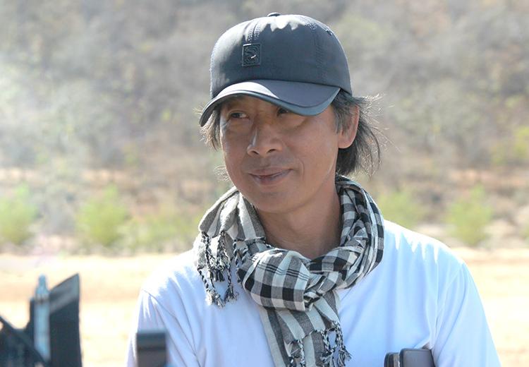 Đạo diễn Lưu Huỳnh trên trường quay phim mới.