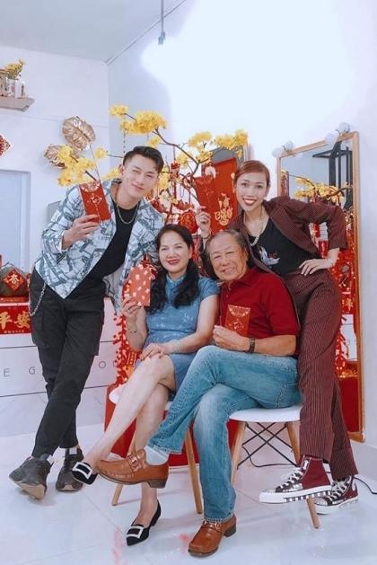 Những ngày đầu năm, Isaackhông nhận lịch diễn để sum họpbên gia đình ở Cần Thơ.