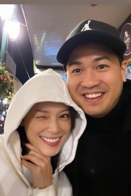 Doanh nhân Phillip Nguyễn ra Hà Nội đón Tết cùng bạn gái - người mẫu Linh Rin.