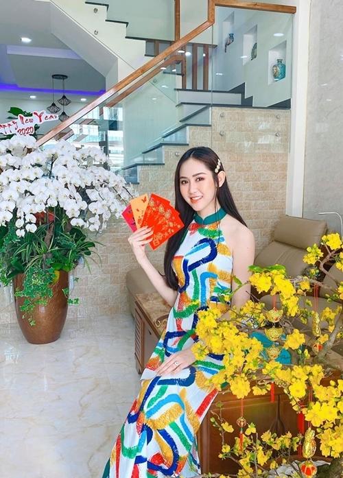 Trúc Ny sinh năm 1995, cao 1m73, với số đo hình thể 89 - 60 - 94. Cô đoạt Á hậu Miss All Nations 2019 tại Nam Kinh (Trung Quốc).