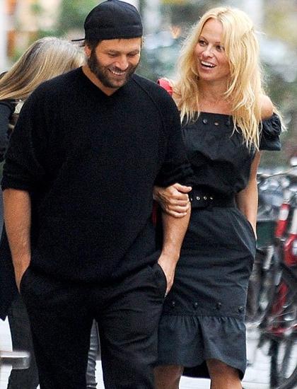 Sau Kid Rock, Pamela hẹn hò tay chơi bài poker Rick Salomon. Hai người làm đám cưới tại một khách sạn ở Los Angeles năm 2007.