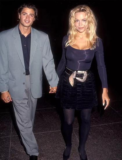Cô hẹn hò tài tử người Pháp David Charvet từ năm 1992 đến năm 1994. Hai người quen khi đóng phim Baywatch.