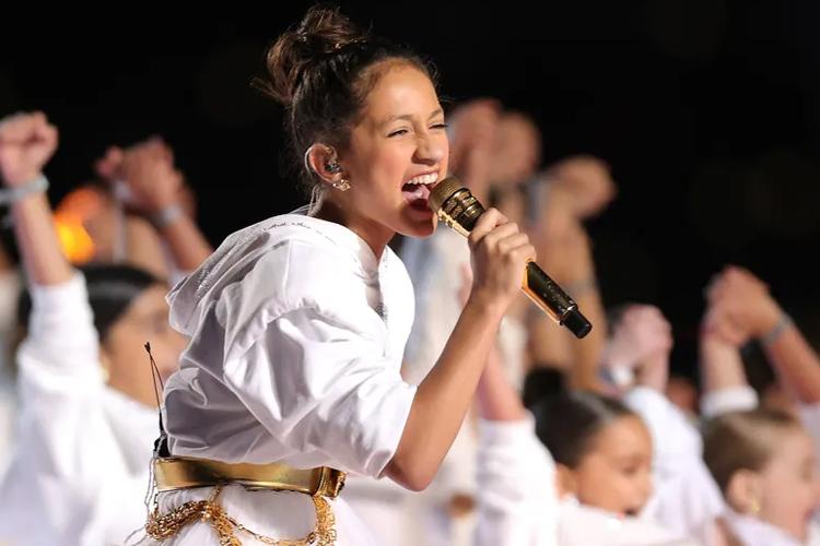Emme Maribel Muniz hát tại Super Bowl hôm 3/2. Ảnh: USA Today.