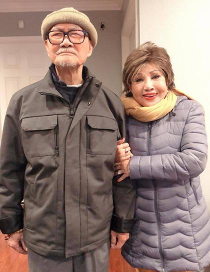 Nghệ sĩ Hồng Nga đến thăm Diệp Lang tại Mỹ. Ảnh: Phong.