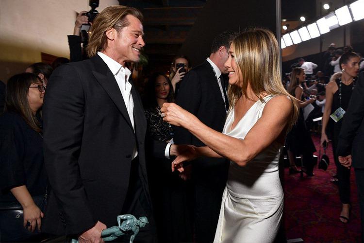 Brad Pitt và Jennifer l?n ??u ch?p ?nh chung sau h?n m?t th?p k? h?m 20/1. ?nh: AFP.