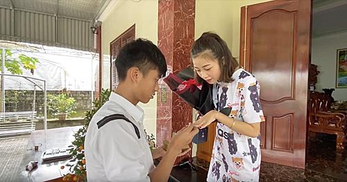 Cầu thủ Phan Văn Đức dành cho vợ mới cưới những lời yêu thương ngọt ngào.