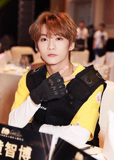Hoàng Trí Bác tại một sự kiện giải trí. Ảnh: Weibo.