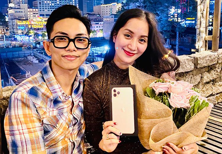 Kiện tướng dancesport Khánh Thi được chồng - anh Phan Hiển - tặng iPhoneiPhone 11 Pro Max